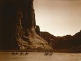 Navajos, Canyon De Chelly, c.1904 Fotografisk tryk af Edward S. Curtis