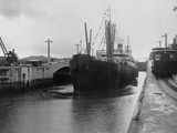 Ship Leaving Miraflores Lower Locks Photographic Print