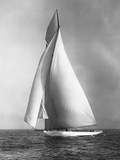 The Resolute under Full Sail Photographie par Edwin Levick