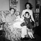 Family Group in their Living Room, Ca. 1958 Fotografisk trykk