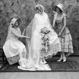 1900s-1910s Bride with One Bridesmaid on Either Side Helping Fix Her Wedding Dress Photographie