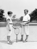1920s-1930s Two Boys Tennis Match Holding Rackets Measuring Net Height Fotografiskt tryck