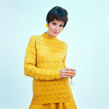 1960s Brunette Woman Short Pixie Hair Style Yellow Knit Sweater Earrings Holding Wine Glass Lámina fotográfica