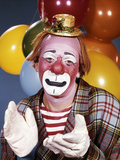 1960s Portrait of Clown with a Sad Expression Wearing Tiny Hat Clapping His Hands Lámina fotográfica