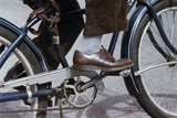 Man Riding Bicycle in Dress Shoes Fotoprint van William Gottlieb