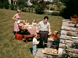 1960s Family Father Mother Two Daughters Two Sons Backyard Bar-B-Cue Outdoor Fotografiskt tryck