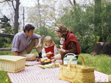 Family Mother Father Girl Spring Picnic on Checkered Tablecloth Photographie