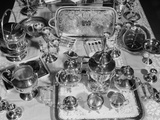 1950s Still Life Overhead View of Assortment of Silver Service Pieces Fotografie-Druck