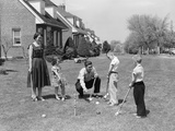 1950s Family Mother Father 3 Children Playing Croquet Front Lawn Suburban Home Lámina fotográfica