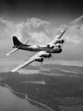 1940s US Army Aircraft World War II B-17 Bomber in Flight Fotografiskt tryck