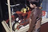 Boy Window Shopping at a Toystore Reprodukcja zdjęcia autor William P. Gottlieb