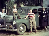 A Family Poses on and around their Plymouth Automobile, Ca. 1953 Fotografisk trykk