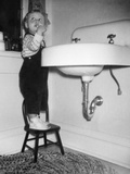 A Young Girl Brushes Her Teeth at the Sink, Ca. 1955 Fotografická reprodukce