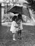 Two Children under Umbrella During a Downpour Photographie par Philip Gendreau