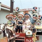 Mother and Daughters as Tourists in Tijuana, Mexico, Ca. 1967 Fotografisk tryk