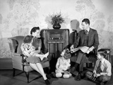 1930s-1940s Family of Five Listening to the Radio Lámina fotográfica