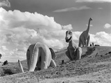 1950s Dinosaur Park South Dakota Three Dinosaur Statues on Hillside - Fotografik Baskı