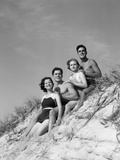 1930s Group Young Men Women Posed on Beach Sand Dune Photographie