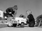 1950s Boy and Girl Playing at Repairing Toy Car Stampa fotografica di H. Armstrong Roberts