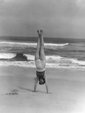 1930s Woman Doing Handstand on Beach Upside Down Exercise Photographie par H. Armstrong Roberts