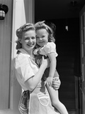1940s Portrait Woman Mother Holding Girl Daughter Smiling Fotografiskt tryck av H. Armstrong Roberts