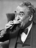 Smiling Eyes of Senior Man Drinking Beer from Glass Papier Photo par H. Armstrong Roberts