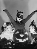 1950s 3 Children in Costumes around a Carved Pumpkin Jack-O-Lantern Photographie par D. Corson