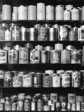 H. Armstrong Roberts - 1930s-1940s Tin Cans and Containers on Shelves Fotografická reprodukce