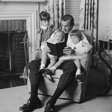 Man Father Sitting in Chair with Three Children Reading Book Fotografisk tryk af H. Armstrong Roberts