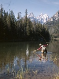 1970s Man Fisherman Red Shirt in Rocky Mountains Stream Lake Fly Rod Catch Splashing on Line Net Photographie par D. Corson