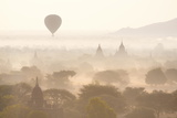 View over the Temples of Bagan Swathed in Early Morning Mist Papier Photo par Lee Frost