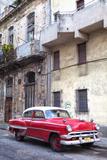 Red Vintage American Car Parked on a Street in Havana Centro Fotografisk tryk af Lee Frost