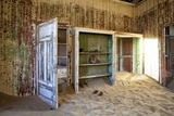 Interior of Building Slowly Being Consumed by the Sands of the Namib Desert Fotodruck von Lee Frost