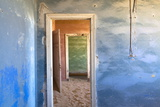 Interior of Building Slowly Being Consumed by the Sands of the Namib Desert Fotografie-Druck von Lee Frost