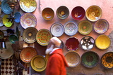 Street Scene with Moroccan Ceramics, Marrakech, Morocco, North Africa, Africa Reproduction photographique par Neil Farrin