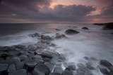 Peter Cairns - Giants Causeway at Dusk, County Antrim, Northern Ireland, UK, June 2010. Looking Out to Sea - Fotografik Baskı