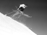 1950s Man Skier Skiing Down Slope Jumping into Air Stampa fotografica