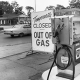 1970s Gas Pump with Temporarily Closed Sign Photographie