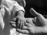 Infant's Hand in Man's Hand Fotografisk trykk av Philip Gendreau