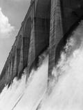 Wilson Dam, Flood Gates Fotografie-Druck von Philip Gendreau