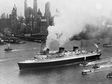SS Normandie in New York Harbor Lámina fotográfica