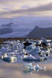 Icebergs in Jokulsarlon Lagoon Stampa fotografica di Paul Souders