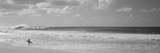 Surfista en la playa, North Shore, Oahu, Hawái, EE UU Lámina fotográfica