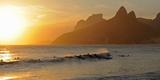Surfers at Sunset on Ipanema Beach, Rio De Janeiro, Brazil Fotografie-Druck