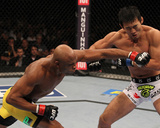 UFC 134: Aug 27, 2011 - Anderson Silva vs Yushin Okami Foto af Al Bello