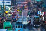 Traffic on a Street at Night, Des Voeux Road Central, Central District, Hong Kong Island, Hong Kong Lámina fotográfica por Green Light Collection
