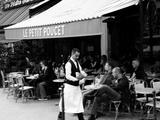 Garçon de Cafe at Le Petit Poucet Place Clichy Photographie par  Cazeba