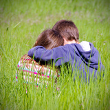 Brother and Sister Sitting in a Green Meadow Reproduction photographique par Laetitia Julien