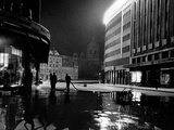 Some Serbian Workers Cleaning a Street at Night, Belgrade Impressão fotográfica