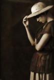 Sad Woman in a Hat 2 Reproduction photographique par Ricardo Demurez